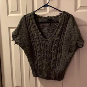 Jessica Simpson cropped gray short sleeve sweater